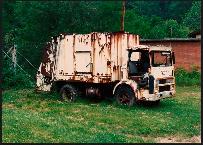 Mack Garbage truck 1970's.png