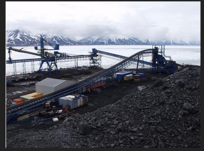 Coal docks Spitsbergen.png
