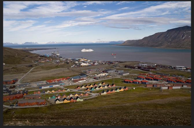 Norwegian town Spitsbergen.png
